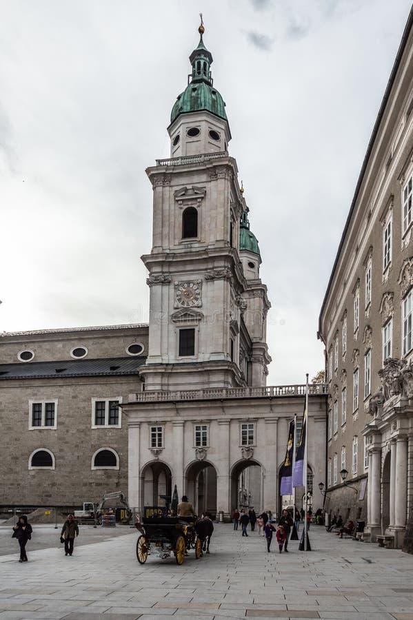 Salzburg Salzburger katedralni Dom i Maria?ska kolumna na Domplatz obciosuj? w Salzburg, Austria fotografia royalty free