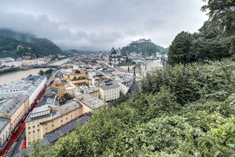 Salzburg visto de Monchsberg, Áustria imagem de stock royalty free
