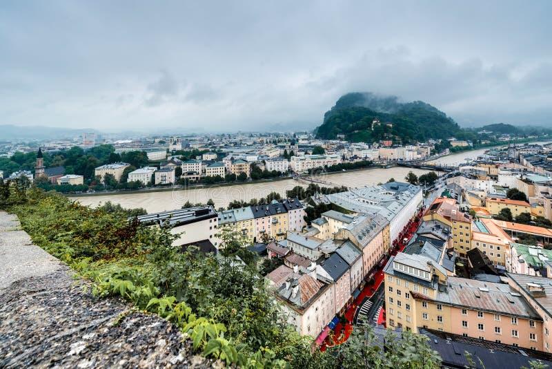 Salzburg visto de Monchsberg, Áustria foto de stock