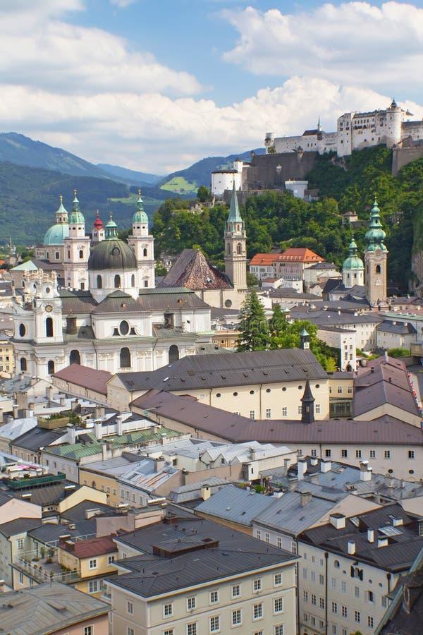 Salzburg z Hohensalzbueg fortecą. fotografia stock