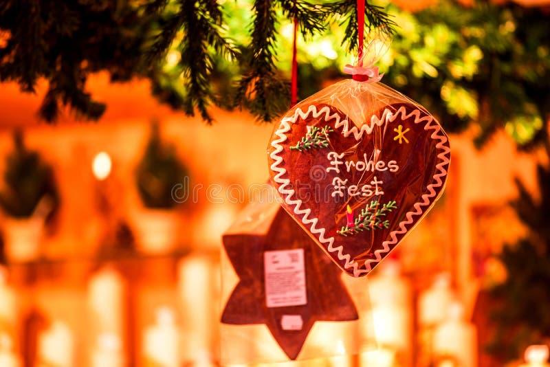 Salzburgo, Austria - Decoración de invierno en el mercado de Navidad fotos de archivo libres de regalías