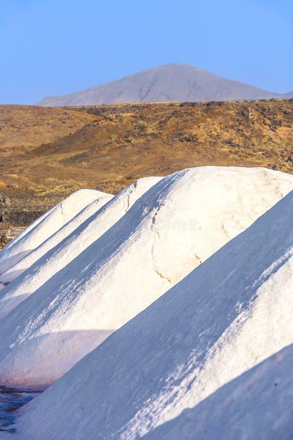 Salzen Sie die Raffinerie, die von Janubio salzig ist, stockbild