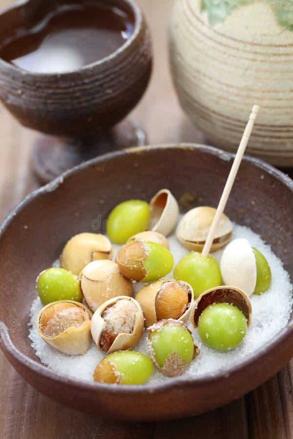 Salzen Sie gebratene Ginkgonüsse und Grund, japanisches Lebensmittel stockfoto