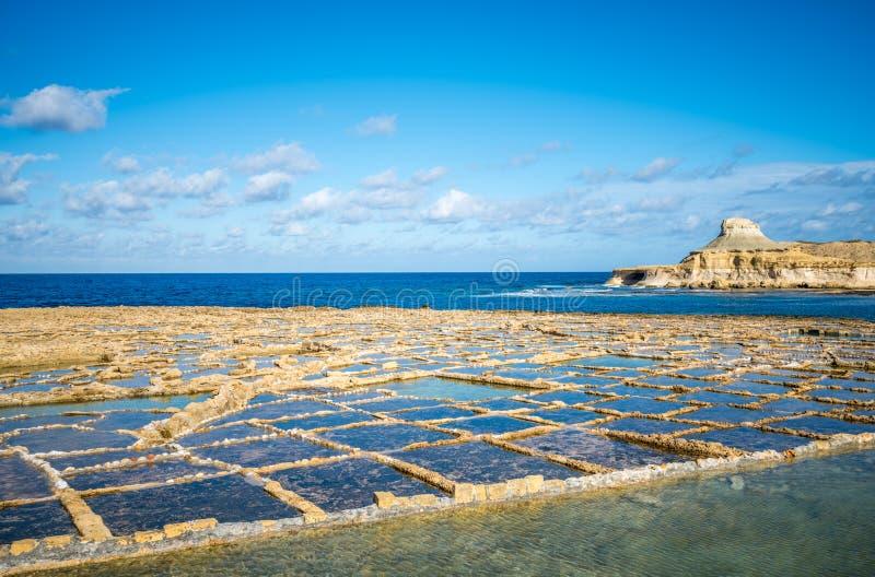 Salzen Sie Verdampfungsteiche auf Gozo-Insel, Malta lizenzfreies stockbild