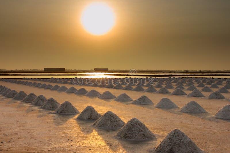 Salzig, Salzbauernhof im Sonnenuntergang lizenzfreie stockfotos