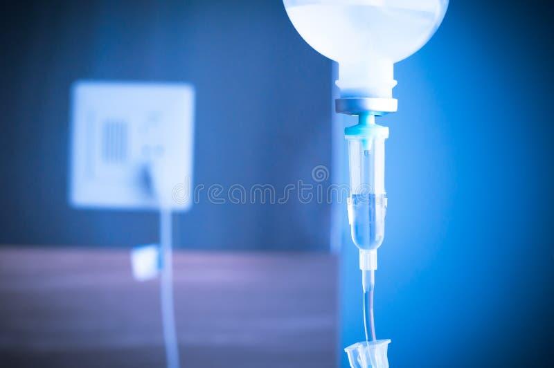 salziger Tropfenfänger IV für Patienten und Infusion pumpen ins Krankenhaus stockfotografie