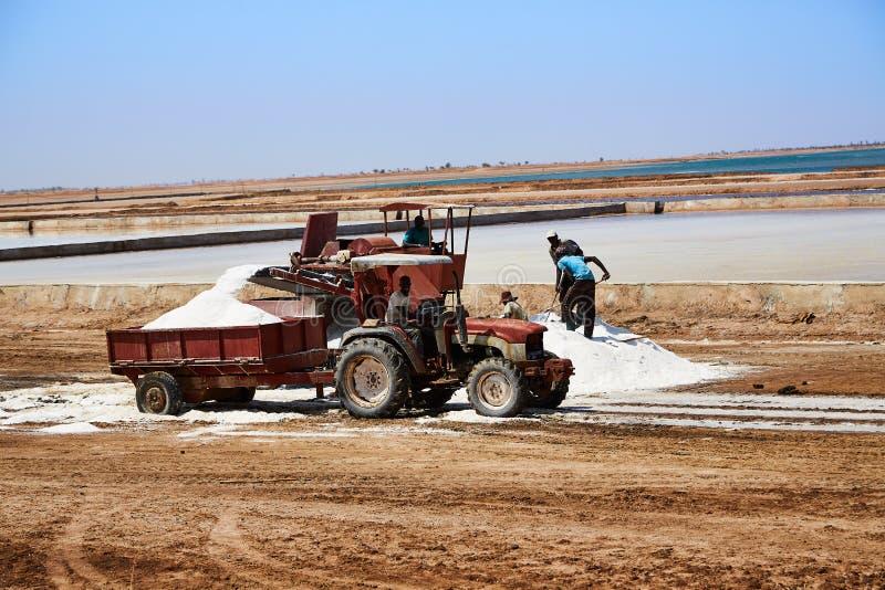 Salzinfrastruktur in Senegal-Maschinen lizenzfreie stockbilder