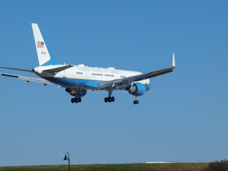 SAM 90016 con presidente Trump Aboard Lands fotografía de archivo libre de regalías