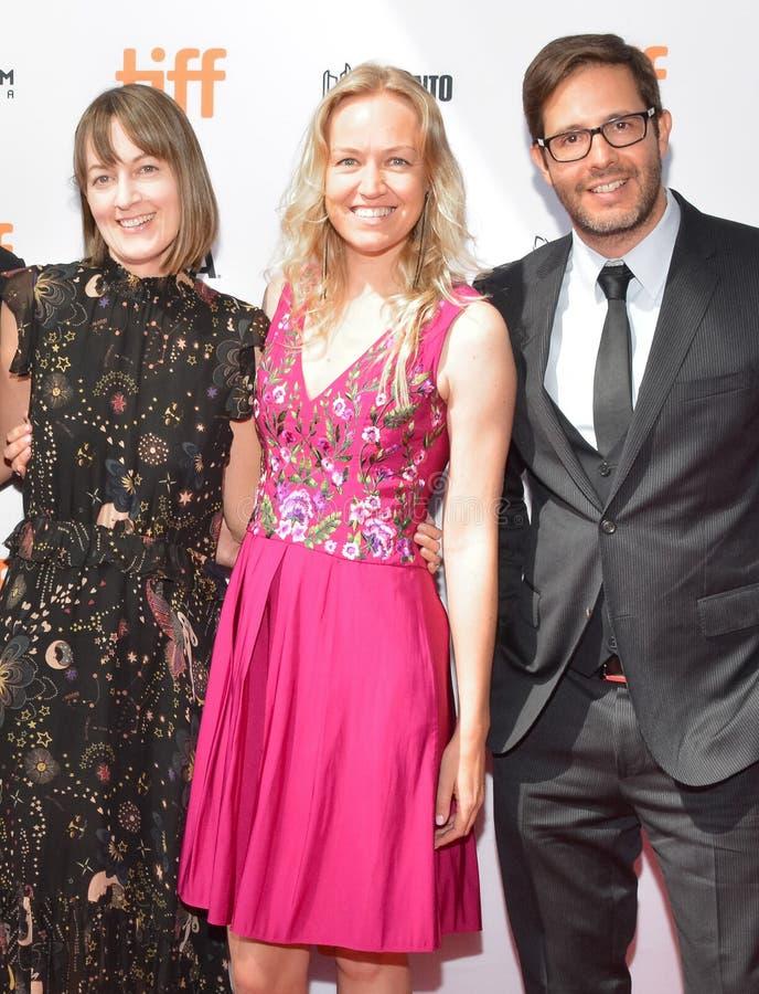 Samantha McIntyre, Lynette Howell Taylor och Terry Dougas deltar i premiär för `-Unicorn Store ` fotografering för bildbyråer