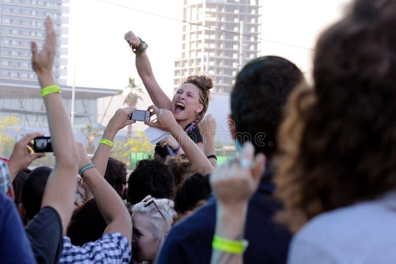 Samantha Urbani, cantante de los amigos americanos de la banda, se realiza en San Miguel Primavera Sound Festival fotos de archivo libres de regalías