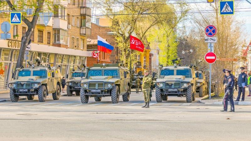 """Samara, maggio 2018: una colonna della tigre dei veicoli blindati speciali dell'esercito """"nella città fotografie stock"""