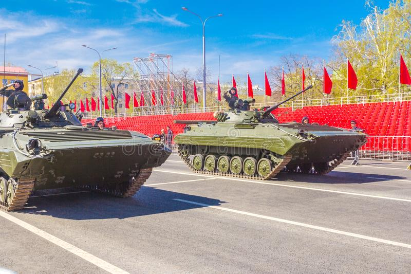 Samara, Maj 2018: Wy?ledzony piechota pojazd bojowy BMP-2 zdjęcia royalty free