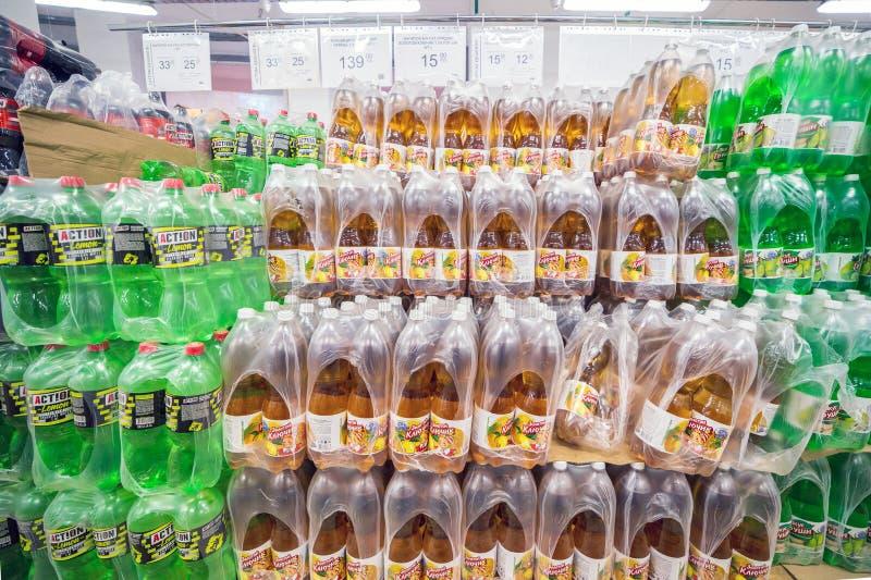 Samara, novembre 2018 : Beaucoup de bouteilles de limonade sont en stock image stock