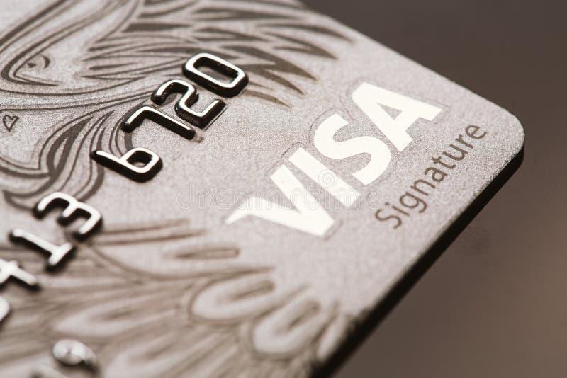 Samara, Rússia 25 de julho 2016: Close-up do cartão de crédito da assinatura do visto imagens de stock