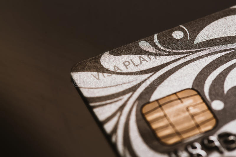 Samara, Rússia 25 de julho 2016: Close-up do cartão de crédito da platina do visto imagem de stock royalty free