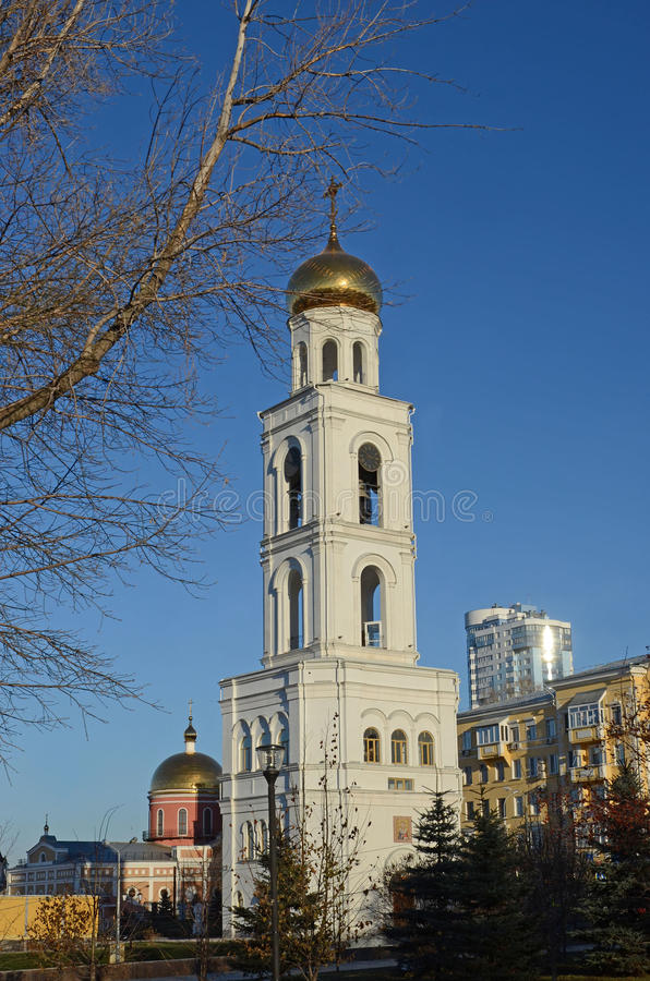 Samara Rosja, Nov, -, 20 2016: Dzwonnica Iver żeński monaster w Samara zdjęcie stock
