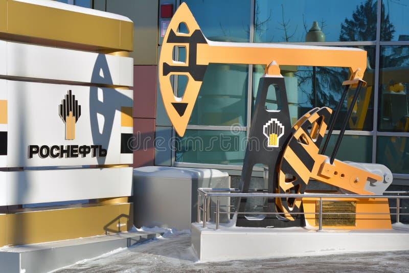 Samara Rosja, Styczeń, - 16, 2016: budynek biurowy Rosyjska kompania paliwowa Rosneft jest zintegrowanym firmą, kontroluje stak zdjęcia stock