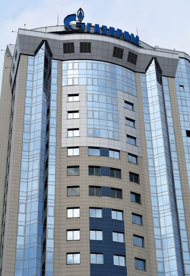 SAMARA ROSJA, Wrzesień, - 5, 2015: Budynek biurowy Rosyjska kompania paliwowa Gazprom integrował firmy gazowej większość posiadać obraz stock