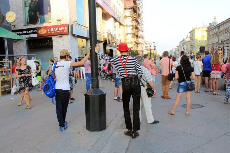 Samara, Rusia - 22 de agosto de 2014: animador, payaso con los globos imágenes de archivo libres de regalías