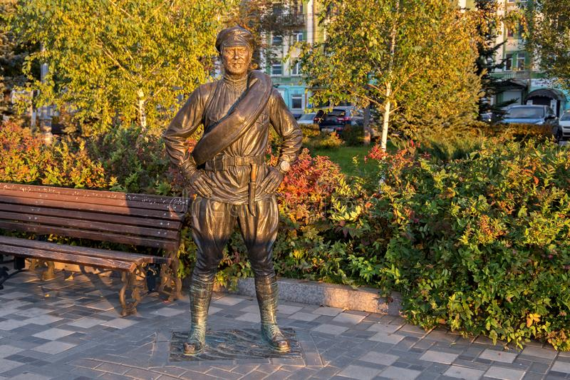 SAMARA, RUSIA - 12 DE OCTUBRE DE 2016: Escultura del camarada Sukhov imagen de archivo