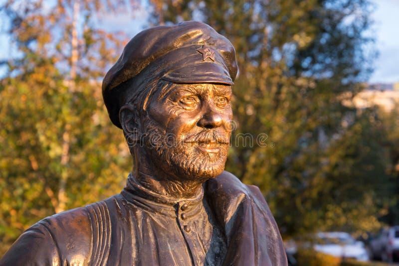 SAMARA, RUSIA - 12 DE OCTUBRE DE 2016: Escultura del camarada Sukhov fotos de archivo