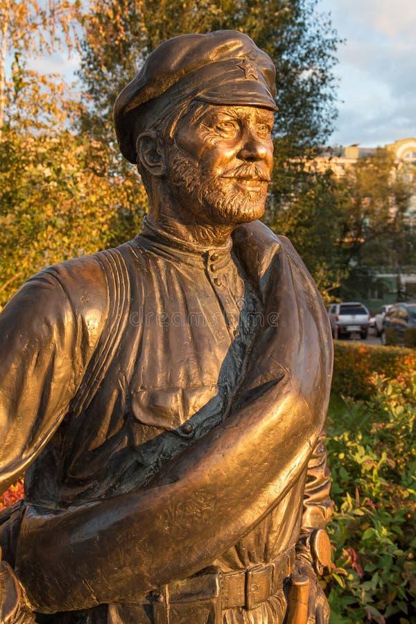 SAMARA, RUSIA - 12 DE OCTUBRE DE 2016: Escultura del camarada Sukhov, el carácter principal de la película soviética popular imágenes de archivo libres de regalías