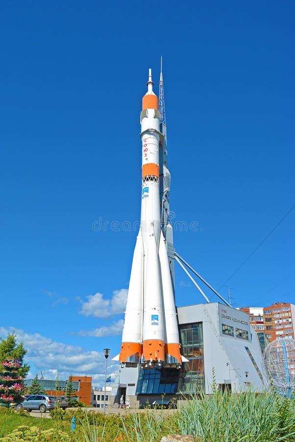 SAMARA, RUSSIE AOÛT 2017 : Monument de fusée de Soyuz photo libre de droits