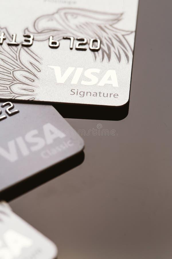 Samara, Russie 25 juillet 2016 : plusieurs plan rapproché de carte de crédit de visa photo libre de droits