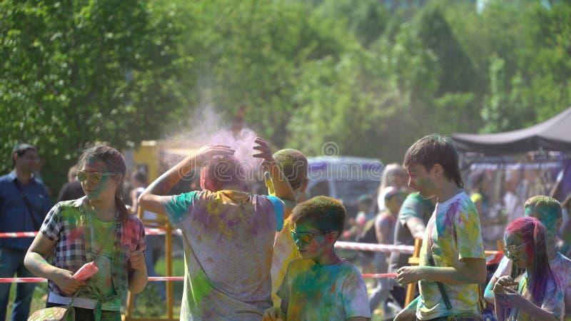 Samara, Russie - 27 mai 2017 festival de Holi de couleurs images libres de droits