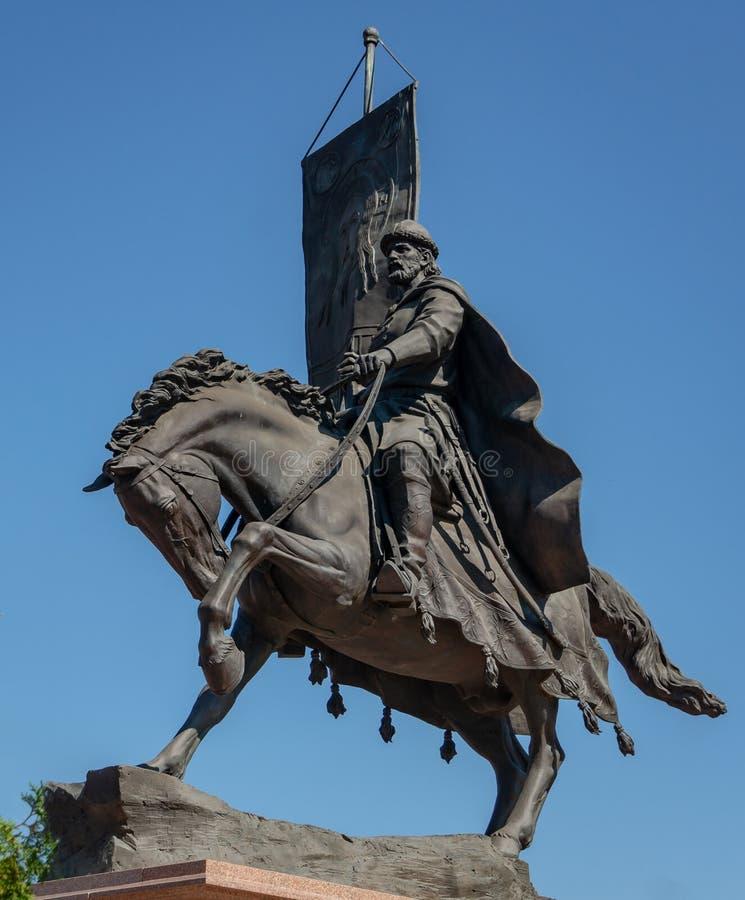 Samara Ryssland - Augusti 7, 2018: Monument till prinsen Grigory Zasekin, grundaren av Samarastaden och den första befälhavaren royaltyfri fotografi