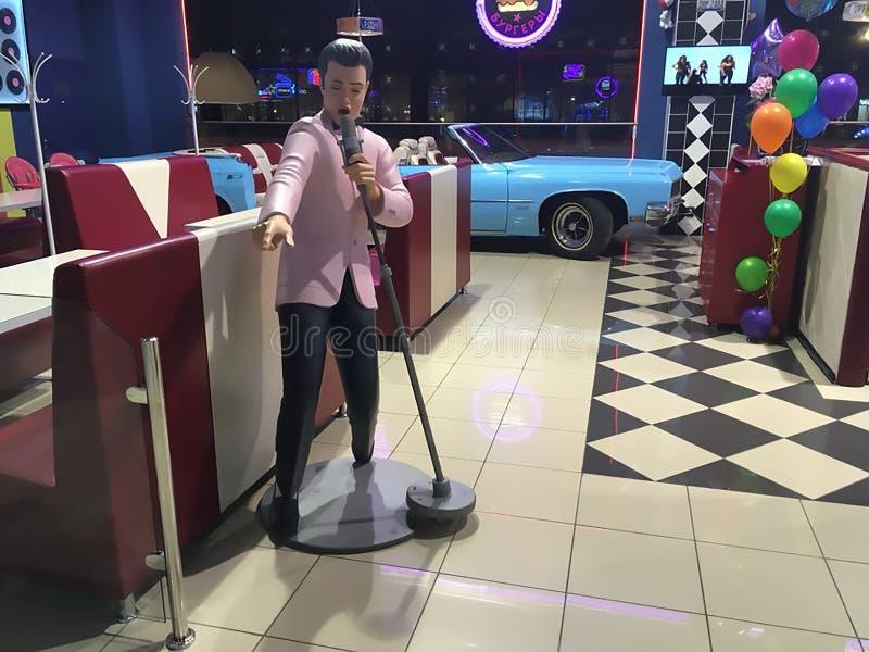 15 09 2018, Samara, wosku Elvis Presley w kawiarni w zakupy kompleksu ` Gudok ` postać royalty ilustracja