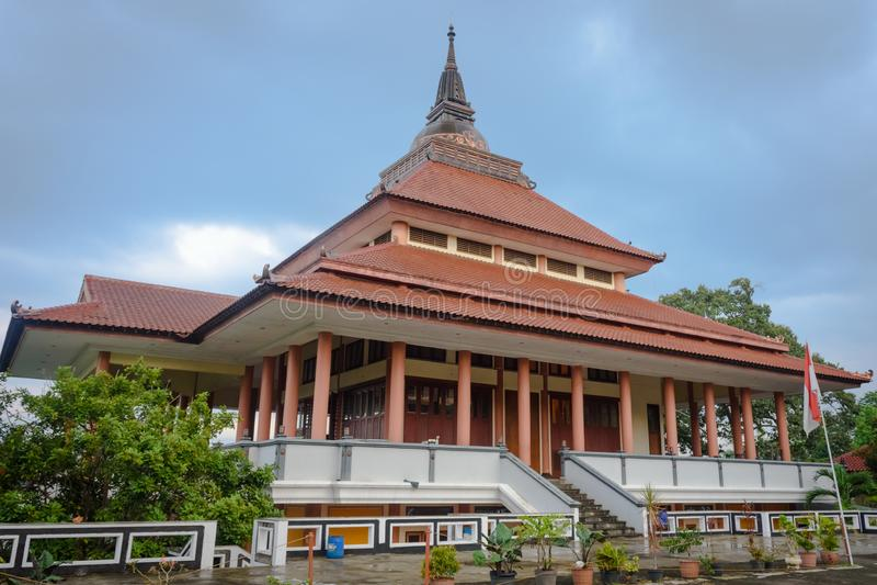 Samarang, Indonesia - 3 dicembre 2017: Vista della pagoda Dhammasala a Vihara Buddhagaya Watugong Vihara Buddhagaya è buddista fotografia stock