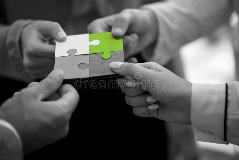 Samarbete Team Concept för pussel för affärsfolk arkivfoton