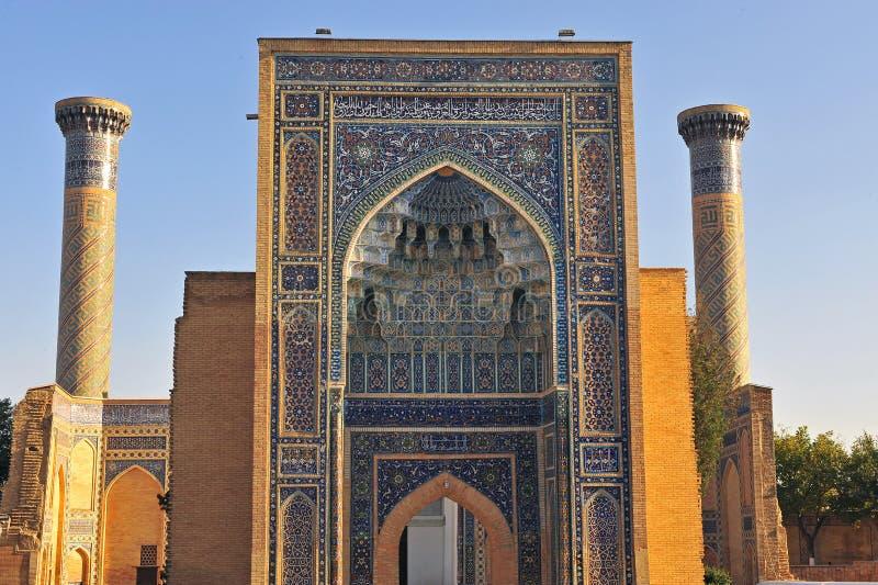 Samarcanda: bella entrata alla moschea fotografia stock libera da diritti