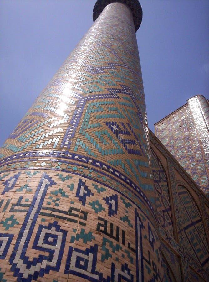 samarkand Das Minarett des madrasah Ulugbek am Registan-Quadrat lizenzfreies stockbild