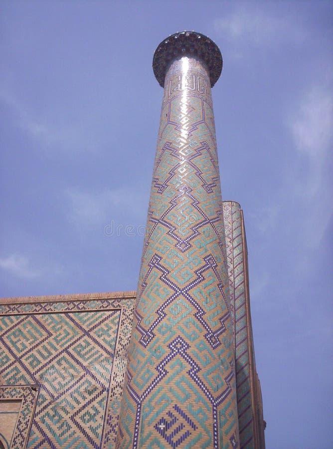 samarkand Das Minarett des madrasah Ulugbek am Registan-Quadrat lizenzfreies stockfoto