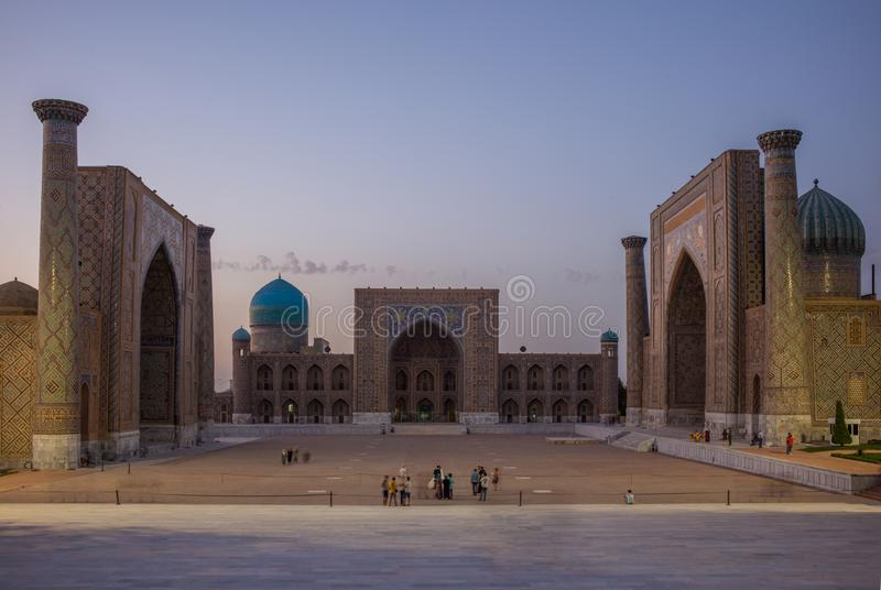 SAMARKAND, L'OUZBÉKISTAN : Place de Registan à Samarkand, l'Ouzbékistan image stock