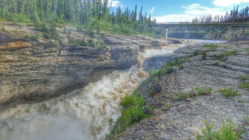Sambaa Deh faller i Kanada ` s Northwest Territories royaltyfri bild