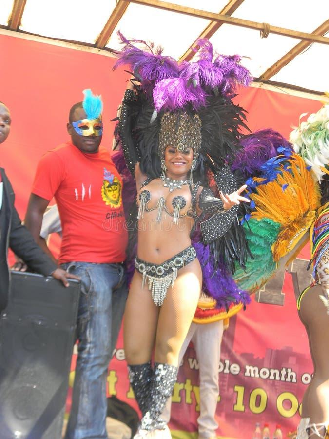 Sambadanser die in Carnaval dansen royalty-vrije stock foto