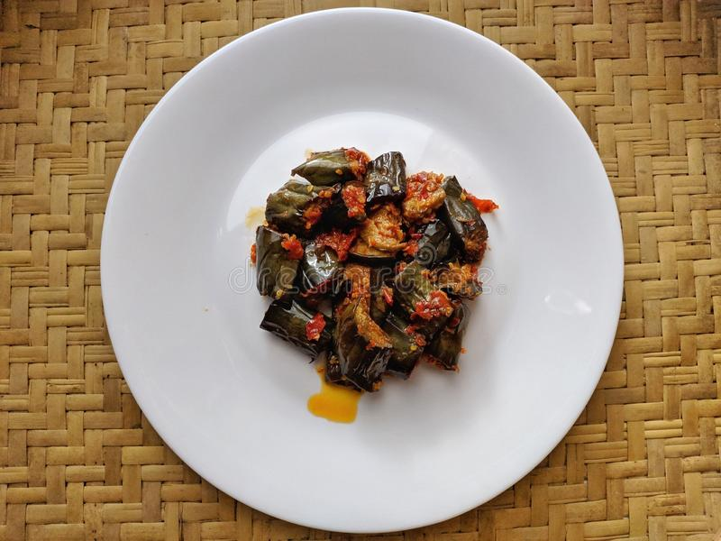 Sambal Terong jest Indonezyjskim tradycyjnym jedzeniem zdjęcie royalty free