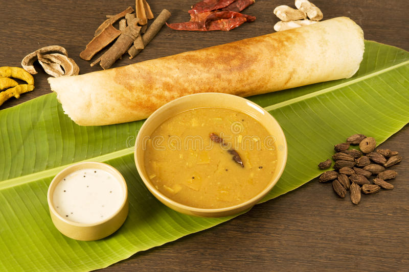 Sambar Dosa med ingredienser royaltyfria foton