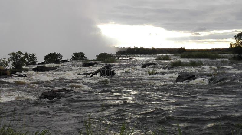 Sambianische Seite der Sambesi-Sonnenuntergangs lizenzfreies stockbild