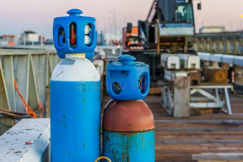 Samengeperste vloeibare luchttanks, basisduikuitrusting, industriële achtergrond royalty-vrije stock foto's