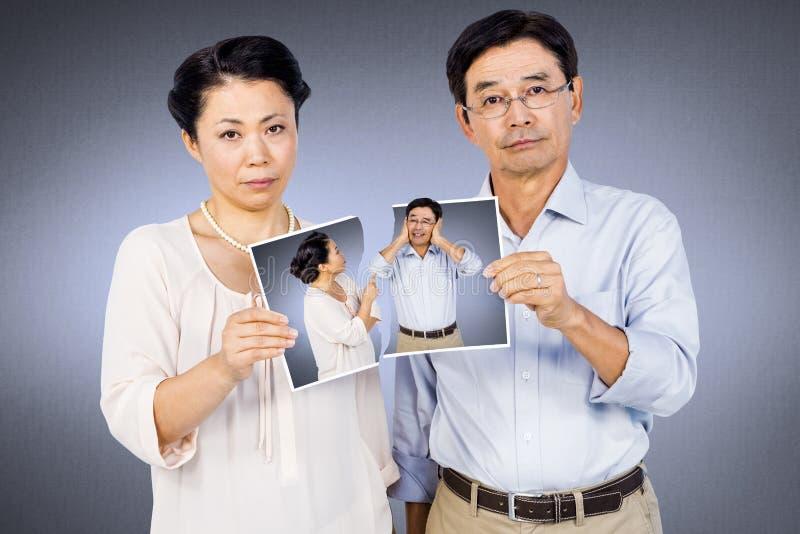 Samengesteld beeld die van Aziatisch paar een foto houden royalty-vrije stock foto's