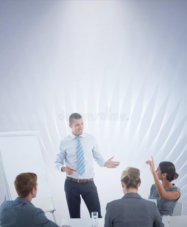 Samengesteld beeld die van commercieel team tijdens brainstormingszitting op elkaar inwerken royalty-vrije stock afbeeldingen