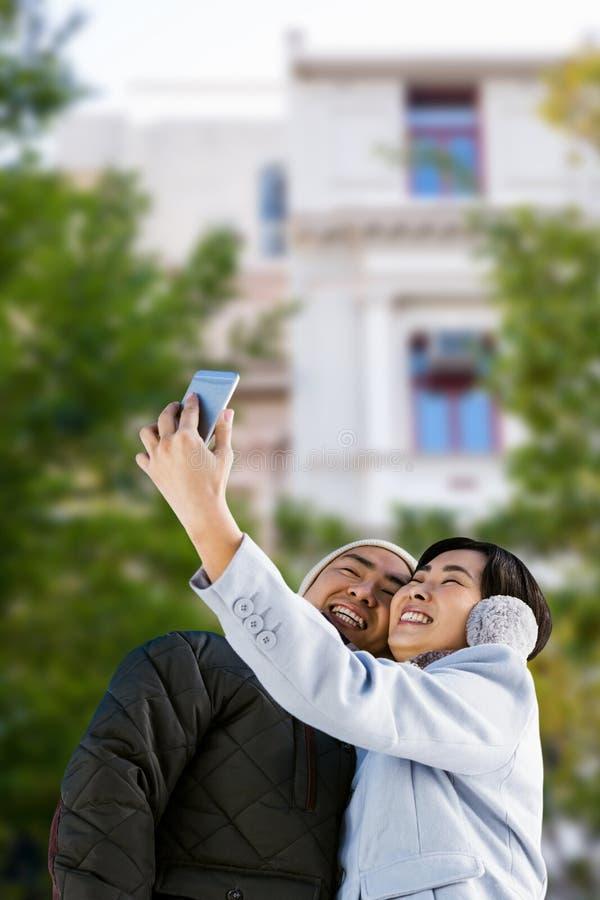 Samengesteld beeld die van leuk paar selfie nemen stock fotografie