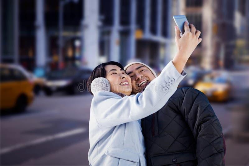 Samengesteld beeld die van leuk paar selfie nemen royalty-vrije stock fotografie