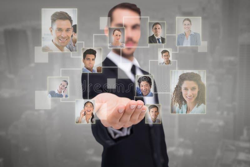 Samengesteld beeld die van vrolijke zakenman met zijn open hand aanbieden stock afbeelding