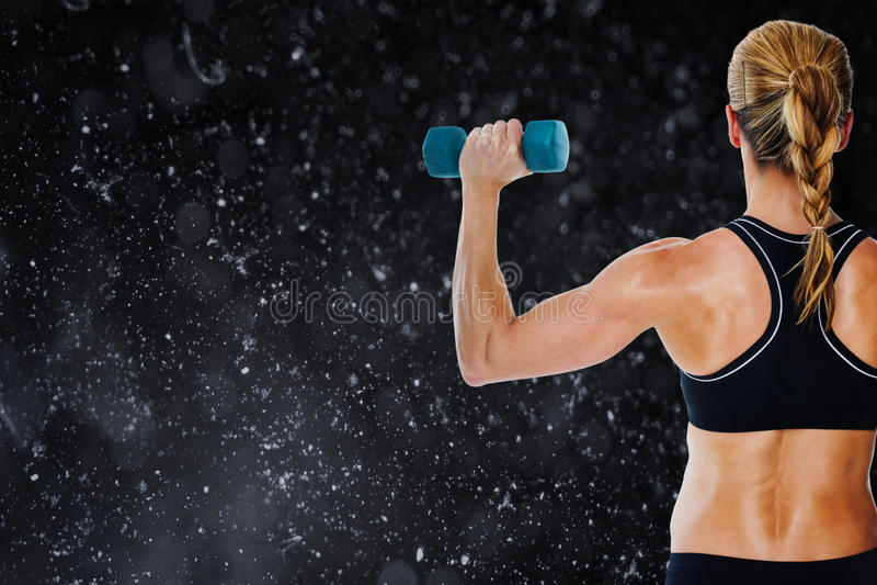 Samengesteld beeld die van vrouwelijke bodybuilder een blauwe domoor houden stock illustratie