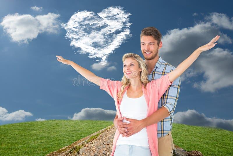 Samengesteld beeld van aantrekkelijk jong en paar die glimlachen omhelzen stock afbeelding